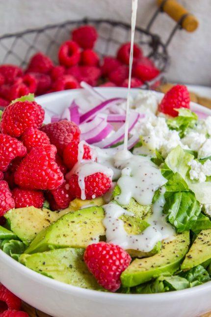Салат с кукурузой и малиной